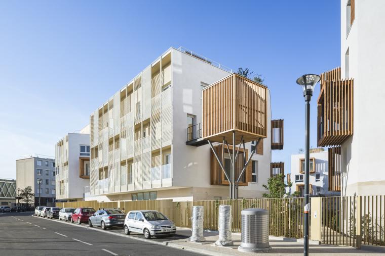 法国树屋与阳台结合的罗曼维尔公寓