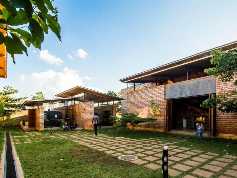 乌干达寄宿学校