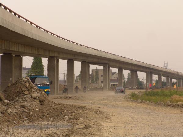 高速公路预应力混凝土连续箱梁现浇施工碗扣式脚手架应用技术