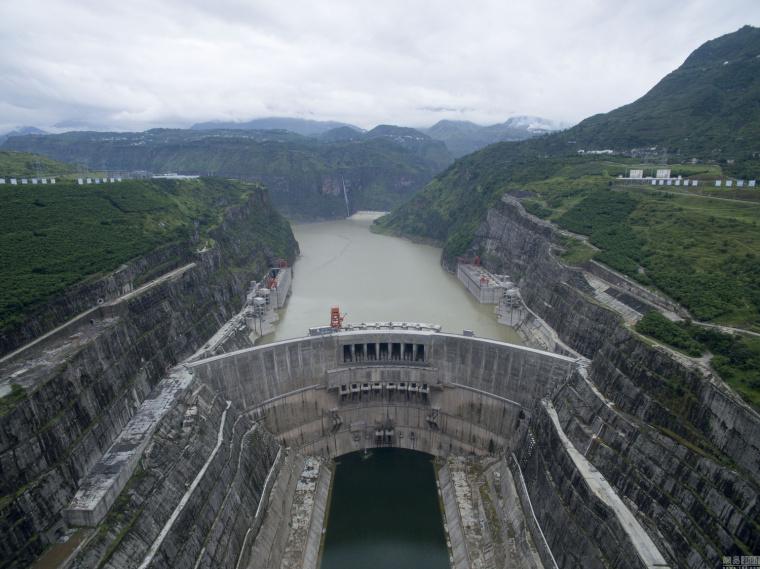 航拍金沙江世界级水电工程,形成水库群_9
