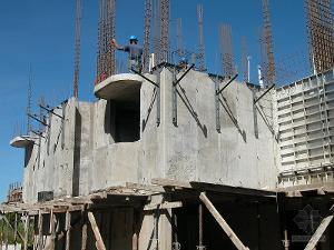 建筑混凝土结构出现裂缝原因及解决对策