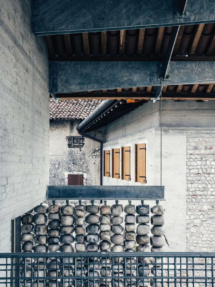 意大利石墙建筑-2
