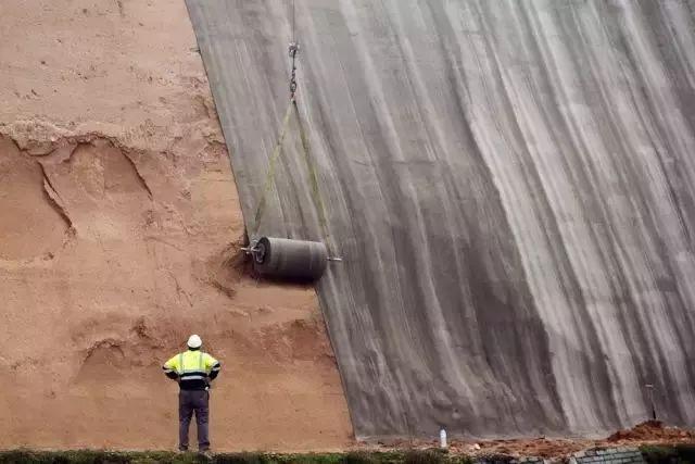 神奇水泥毯,浇上水就变成墙,厉害啦!_2