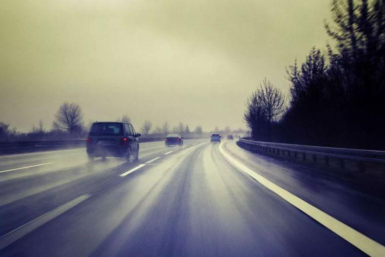 高速公路交通安全设施现状及养护发展方向