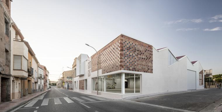 西班牙Gon-Gar旧工坊车间改造的综合体建筑-2