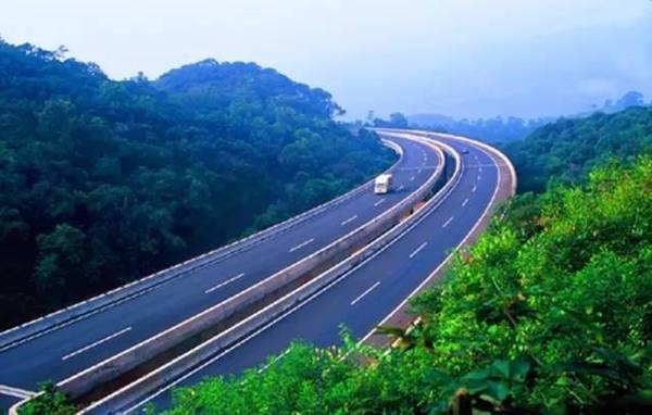 中国唯一穿越热带雨林的最美高速公路就在云南!美到心醉