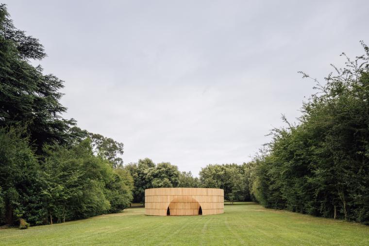 当代美术馆花园流动的放映展示馆