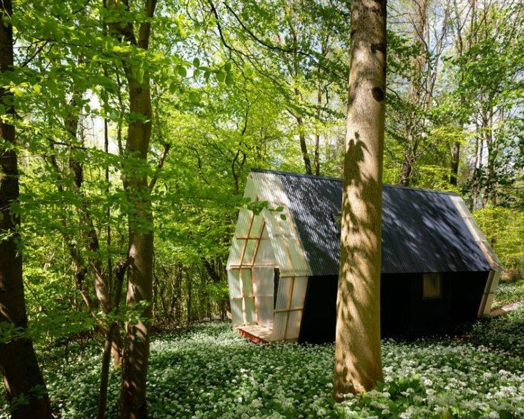 森林中可移动的小屋