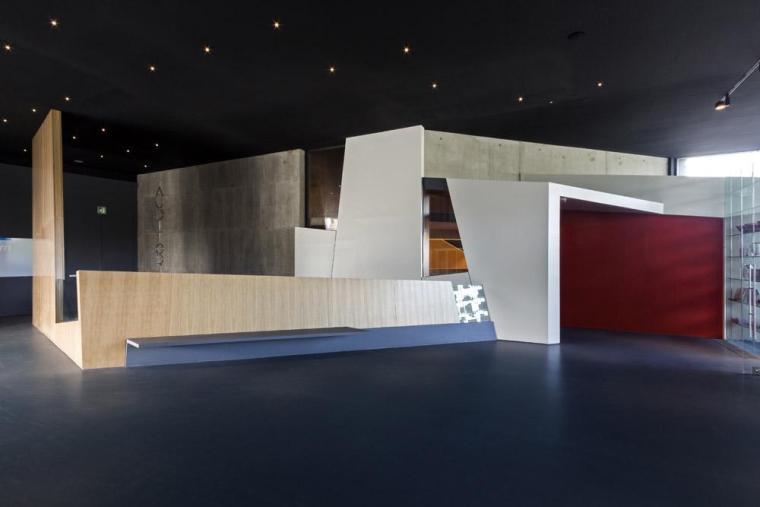 西班牙独特雕塑般构造的文化中心内部实景图 (14)