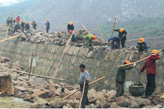 铁路路基挡土墙片石混凝土施工注意要点
