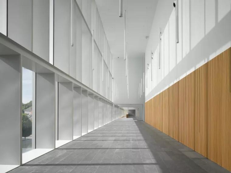 多面综合型礼堂建筑,简单外表下的复杂功能_2