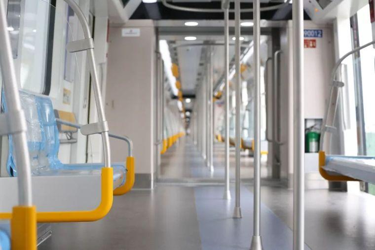 成都首条全自动无人驾驶地铁9号线首列车今日在蓉亮相!_5