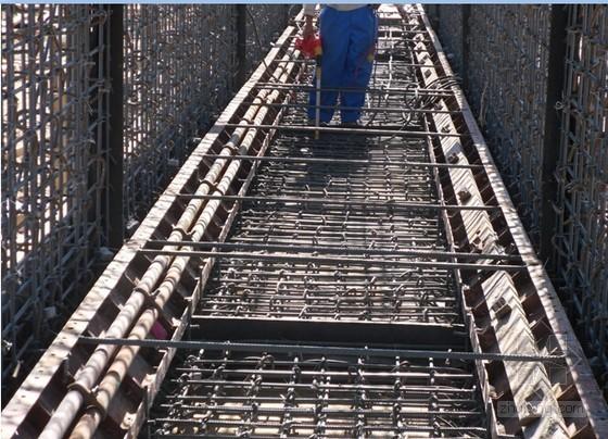 双线铁路箱涵施工技术总结12页(附图丰富)