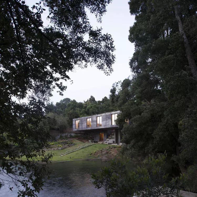 这个智利建筑事务所设计房子,几乎像是一场方形、圆形或其他元素_27