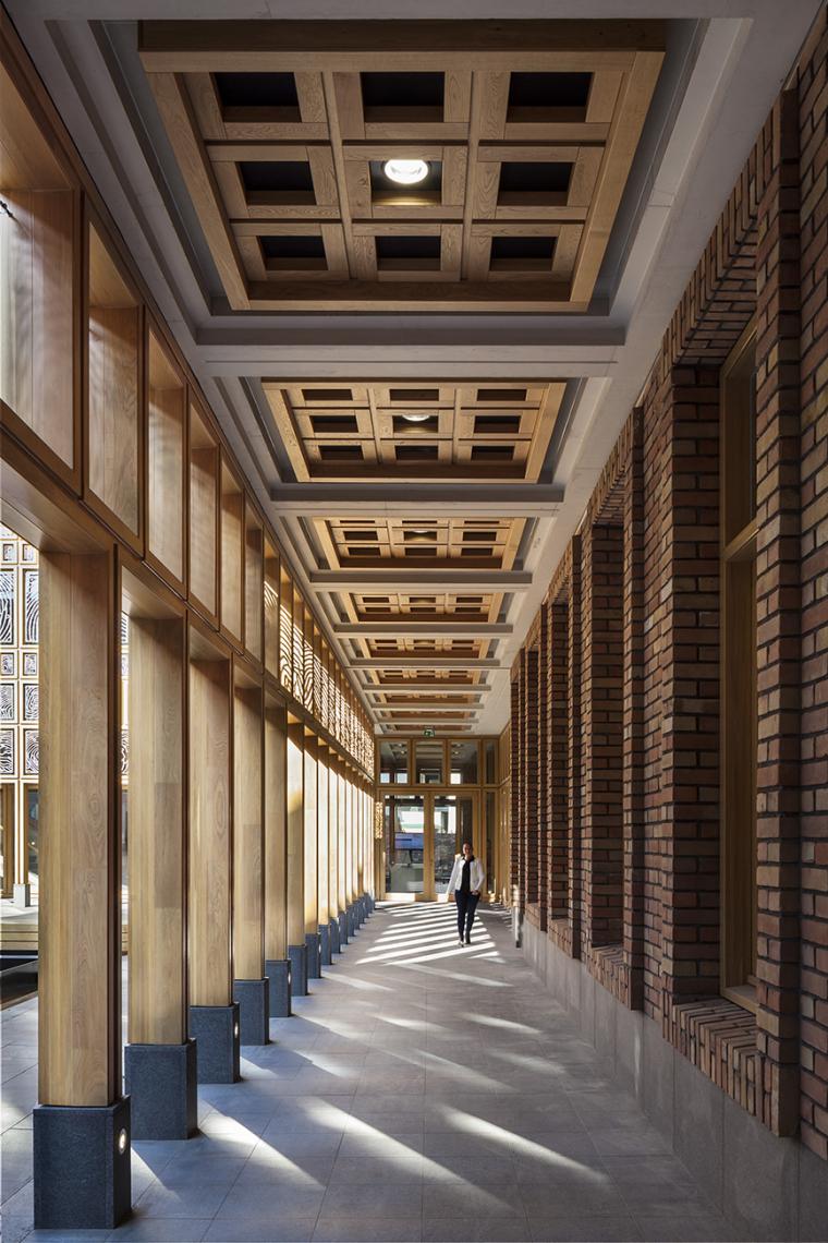 全新代芬特尔市综合体建筑内部实景图 (13)