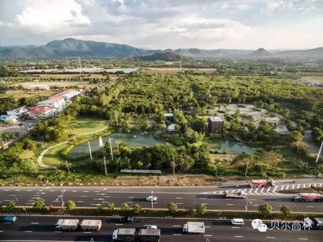 VENECIA功能性公园资料下载-高速路旁的乡土风格开放型城市公园