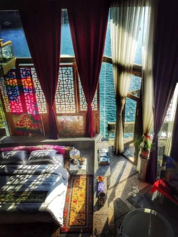 杨丽萍洱海边两处豪宅,美哭了....._16