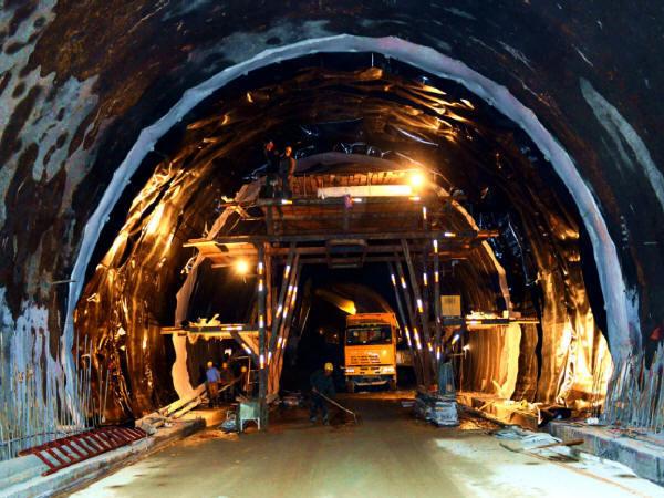 甘肃折达公路考勒隧道存在质量问题的隧段完成加固维修任务