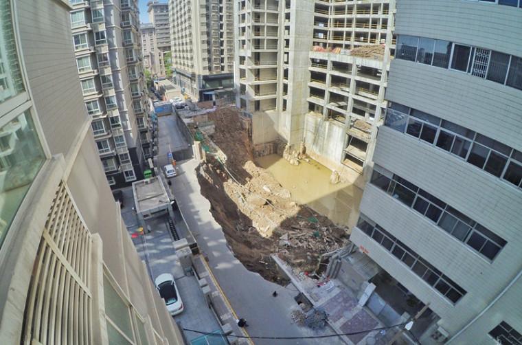 西安在建高楼地基灌水塌陷,垮塌深度达16米!