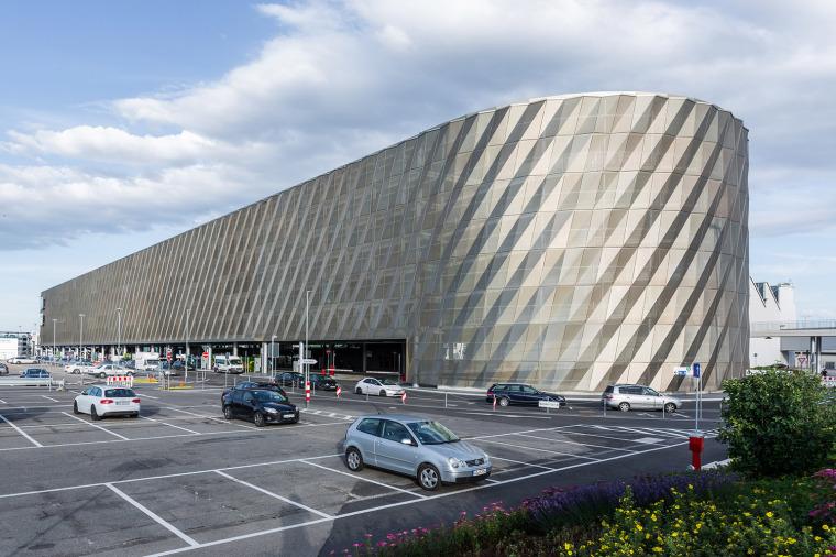 斯图加特机场公交枢纽及停车场建筑-1