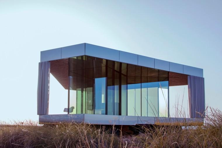 沙漠中的玻璃馆建筑