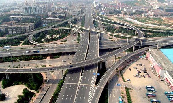 BIM技术在公路工程中的应用与思考_2