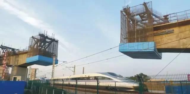 跨电气化铁路立交桥挂篮施工防电防护设备, 速拼式挂篮防护平台