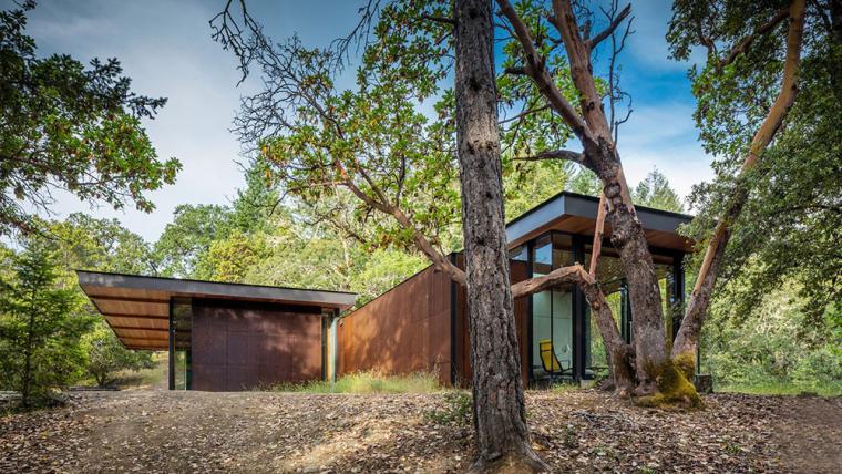 美国林地中的预制模块度假别墅