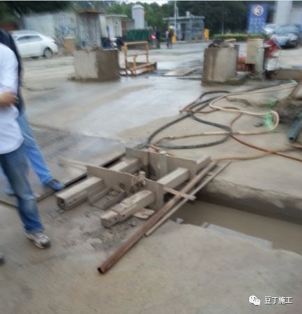 地下连续墙施工过程中,若锁口管被埋,该如何处理?_26