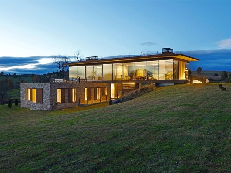 美国连绵草色间的玻璃住宅