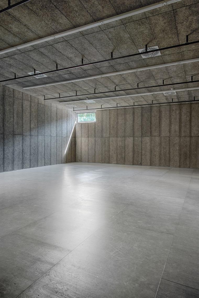 029-centre-for-contemporary-art-dox-by-petr-hajek-architekti
