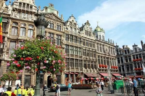 全球50个地标性建筑,认识10个就算你合格!-布鲁塞尔大广场(比利时•布鲁塞尔).jpg