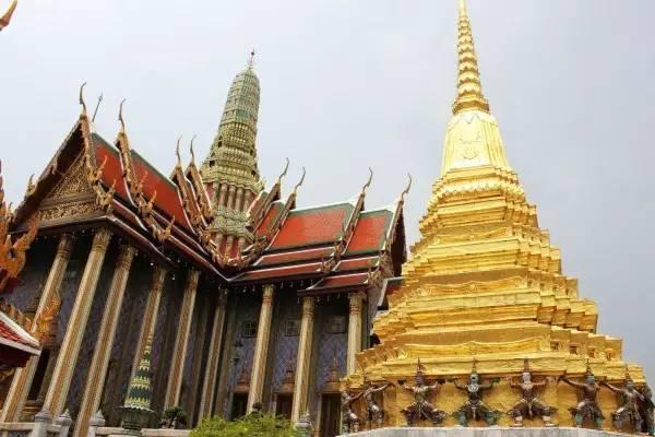 全球50个地标性建筑,认识10个就算你合格!-大皇宫(泰国•曼谷).jpg