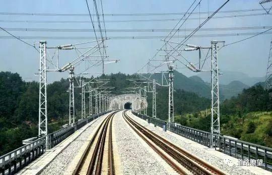 历时5年,途经12站,渝贵铁路即将通车!