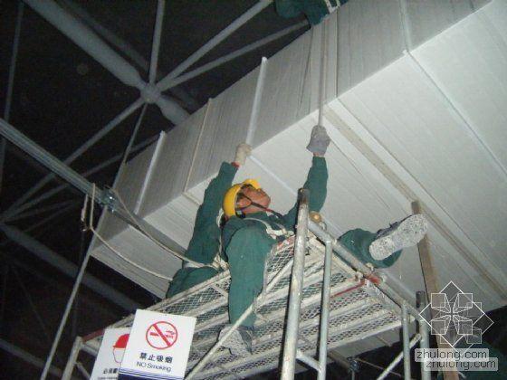 彩钢板复合风管的施工图片