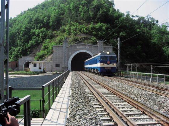 [云南]双向掘进公路隧道施工组织设计(光面爆破 注浆质量控制)