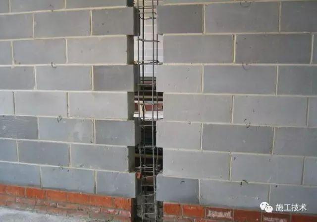 构造柱不支模板,直接浇混凝土