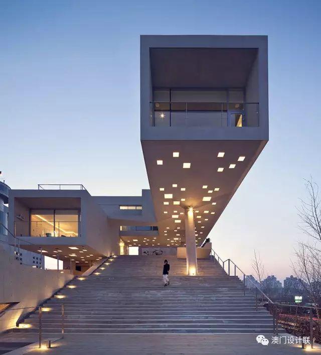 打破陈规的新式建筑,于城市中开放的观景台_3