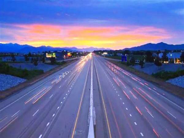 中国超级高速公路通车 将实现移动式无线充电