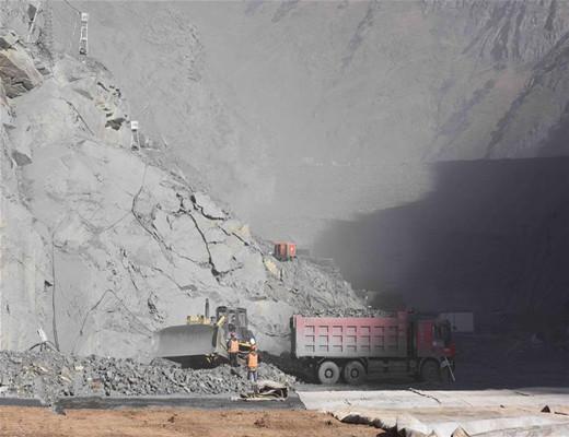 探访海拔3000米的四川两河口水电站施工现场,施工难度首屈一指!-图为大坝基坑施工现场.jpg