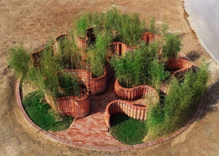 """厉害了!清华大学机械臂砖砌世界上第一座""""智能建造""""的花园!"""