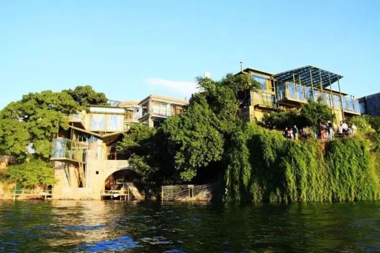 杨丽萍洱海边两处豪宅,美哭了....._11