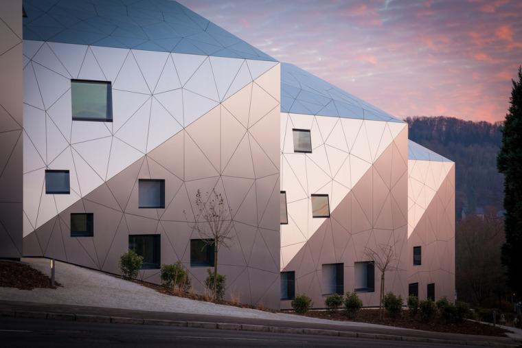 卢森堡山地上的集合住宅-4