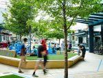 这确实不是游乐场,只是购物中心公园小广场