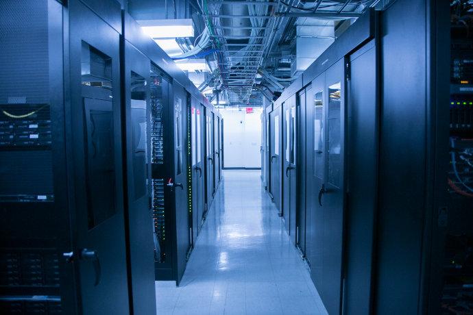 UPS计算方案分析资料下载-某项目网络弱电机房电气装修方案
