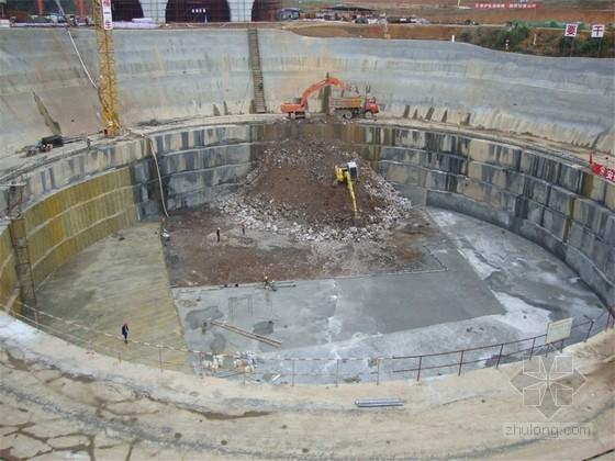 溶蚀地质圆形深基坑开挖支护施工工法(国内首例)