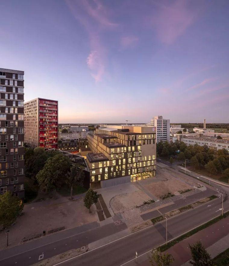 拥有一个霸道中庭的荷兰UTRECHT应用科学大学教学楼/SHL_3