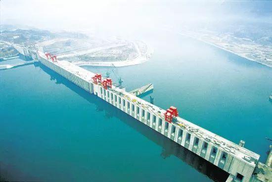 探析水利工程中的大坝施工测量_1