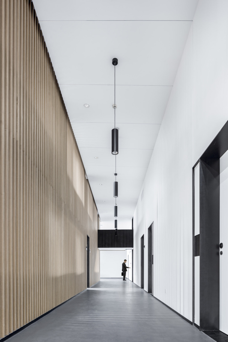 1-Office-space-renovation-of-Shanghai-YuTu-technology-co.-LTD-by-Mix-Architecture