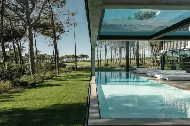 把屋顶设计成空中泳池,只有鬼才,才敢如此设计!_10